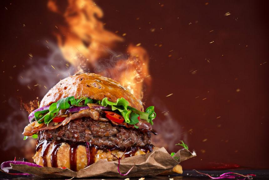 Come fare un hamburger perfetto? I 7 segreti degli esperti BBQ