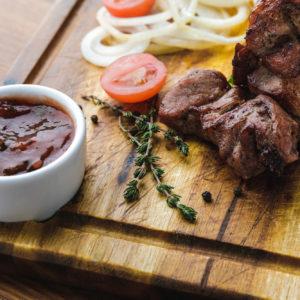 Salse per carne: quali sono le migliori? Ecco quelle da provare