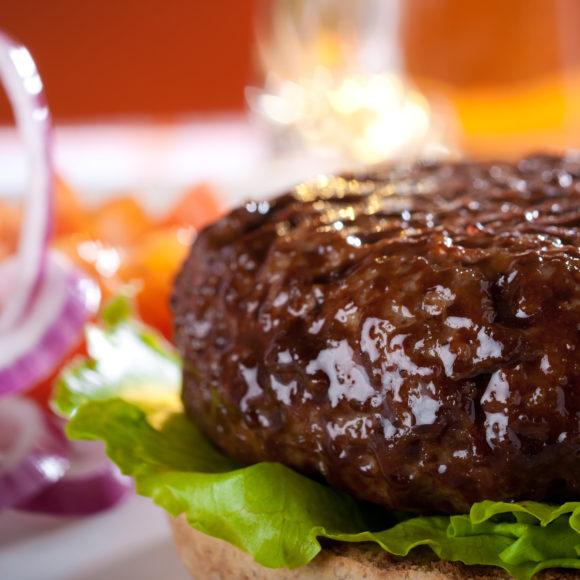 Come cucinare gli hamburger in modo sfizioso? 5 consigli dell'esperto